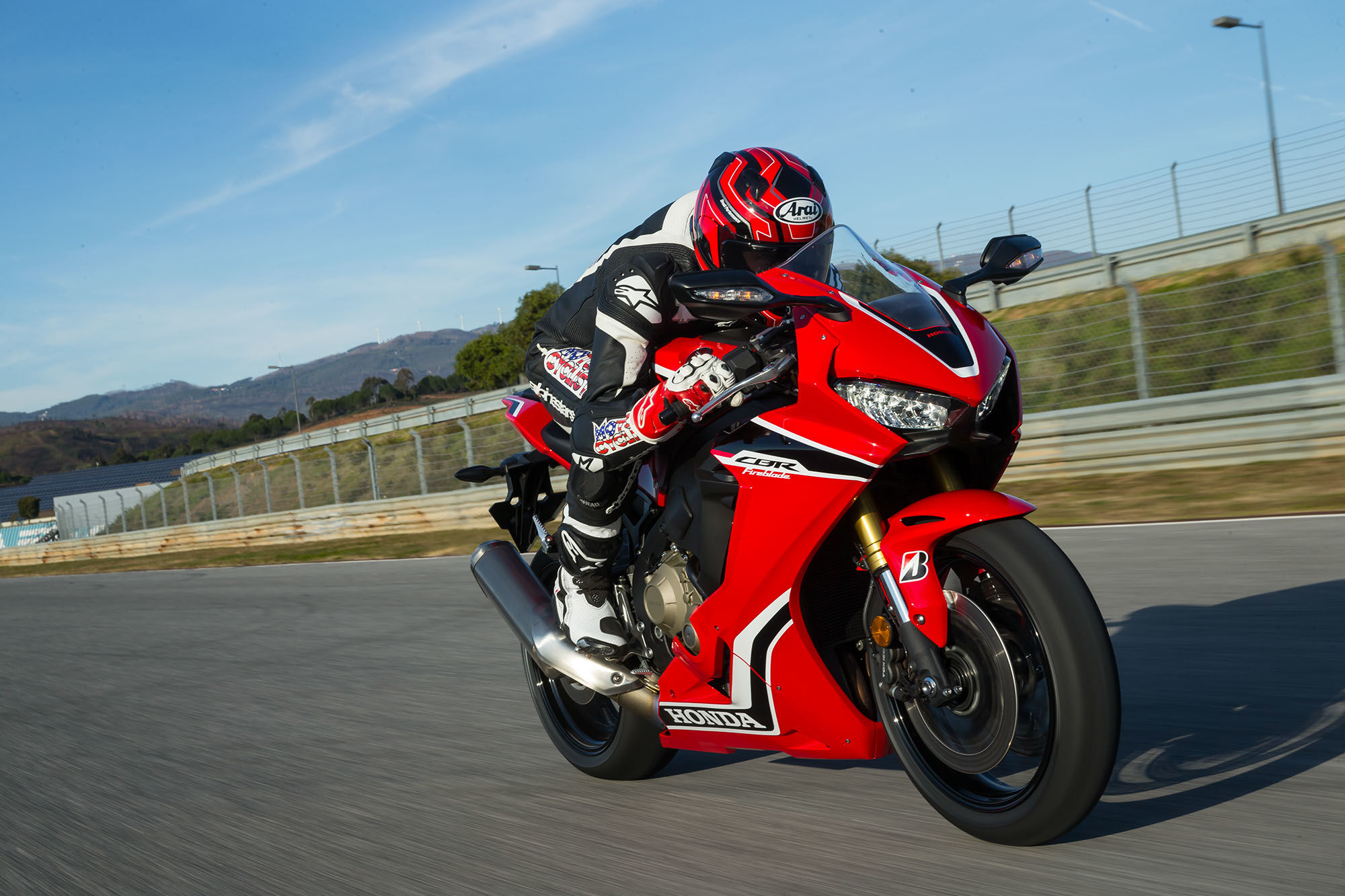 Honda Cbr1000rr Review >> The New Honda CBR 1000 RR Review Super Bike is Here