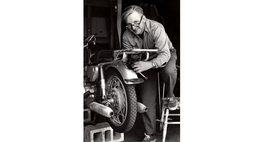 39 zen and the art of motorcycle maintenance 39 author robert m pirsig dies at age of 88. Black Bedroom Furniture Sets. Home Design Ideas